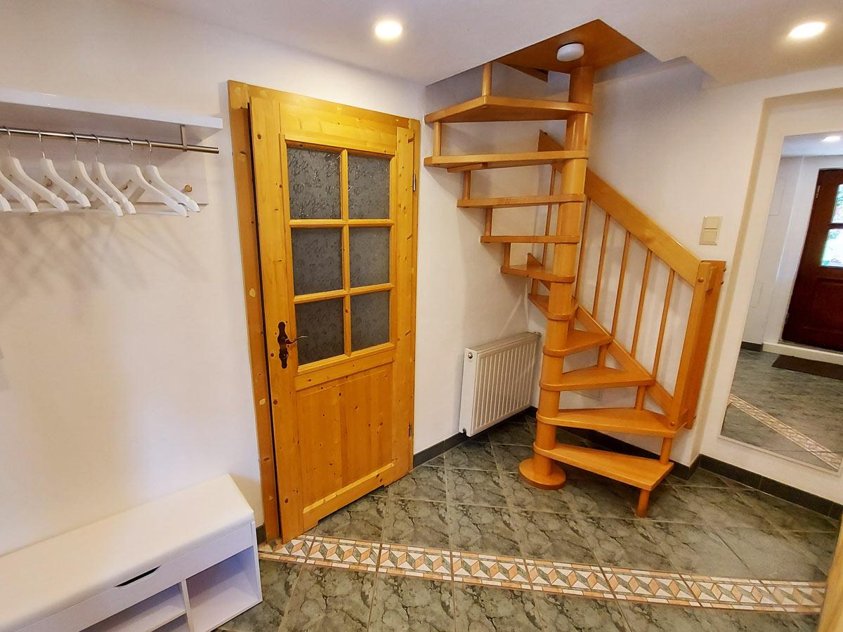 Ferienhaus Bergsteigerhütte - Flur mit Garderobe