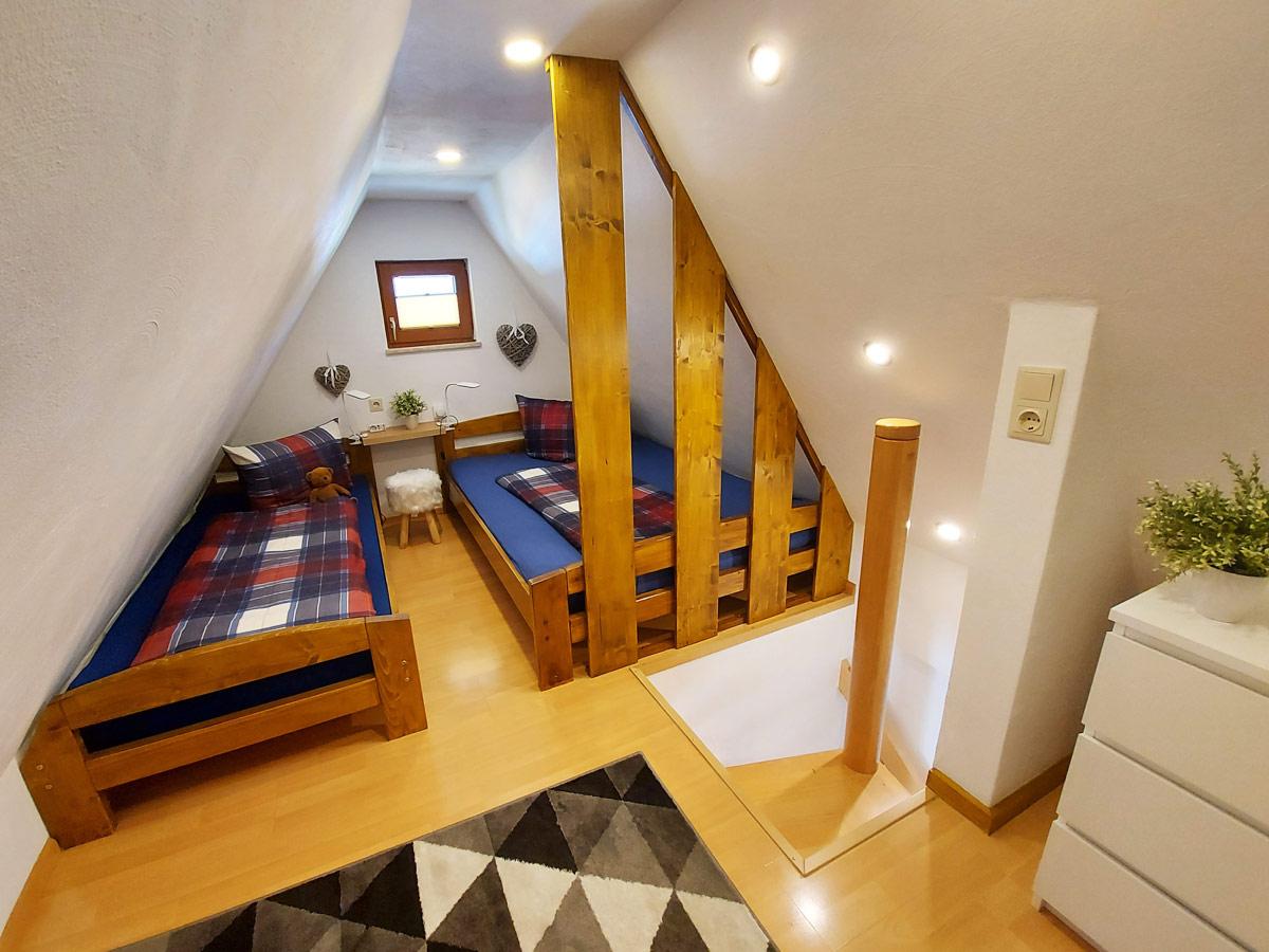 Ferienhaus Bergsteigerhütte - Schlafzimmer1 mit zwei Einzelbetten