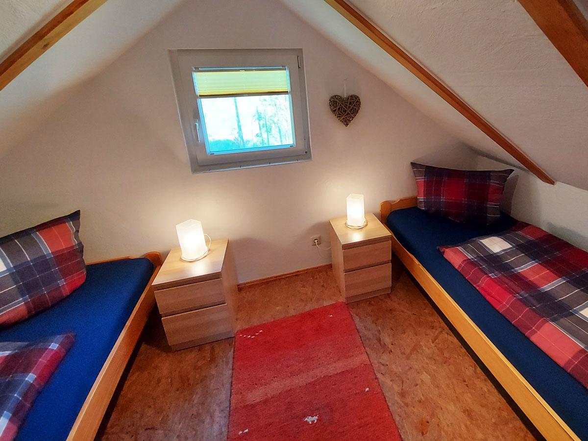 Ferienhaus Dorfbachklamm - Schlafzimmer2 mit zwei Einzelbetten