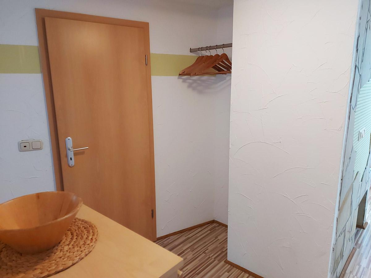 Ferienhaus Schrammsteinblick - Ferienwohnung1 - Flur mit Garderobe