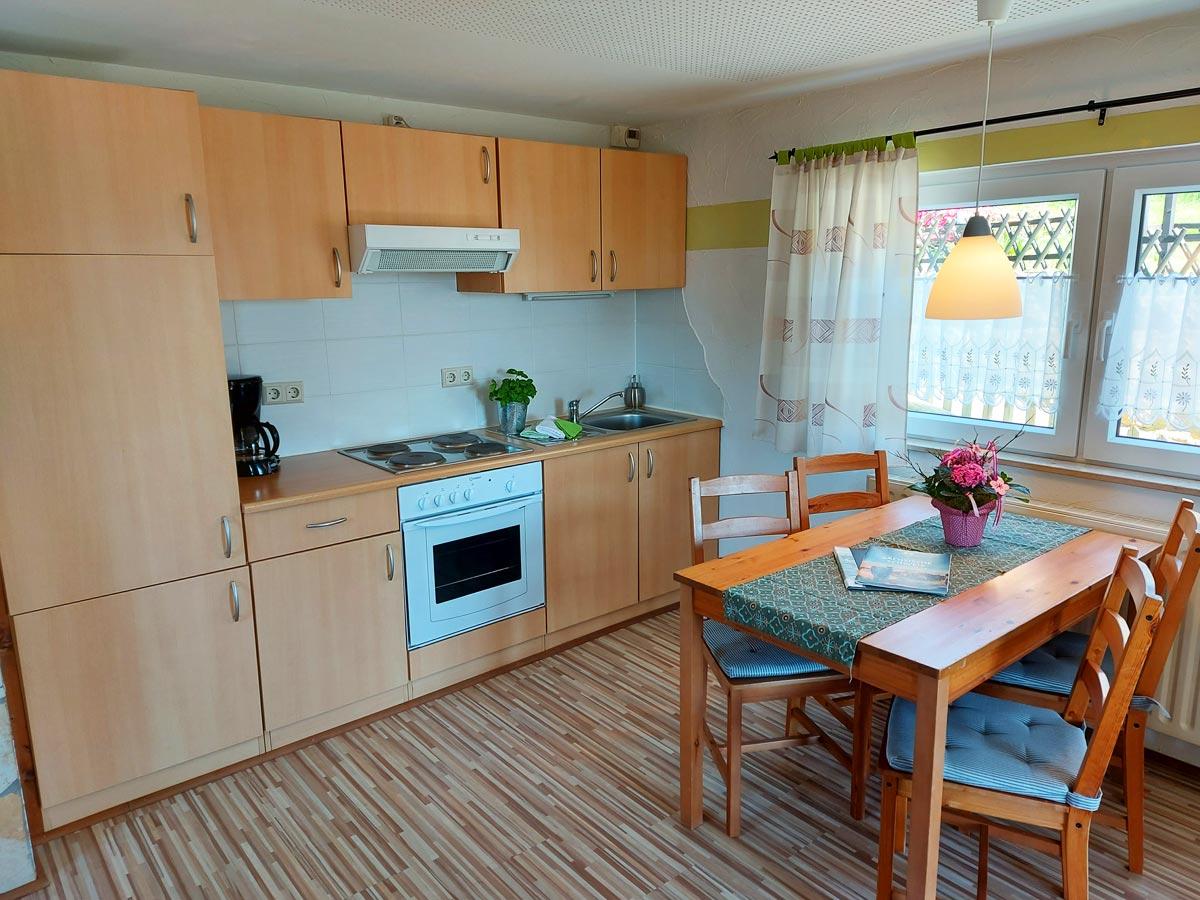 Ferienhaus Schrammsteinblick - Ferienwohnung1 - Küche mit Essbereich