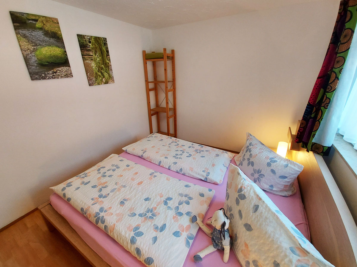 Ferienhaus Schrammsteinblick - Ferienwohnung1 - Schlafzimmer1 mit Doppelbett