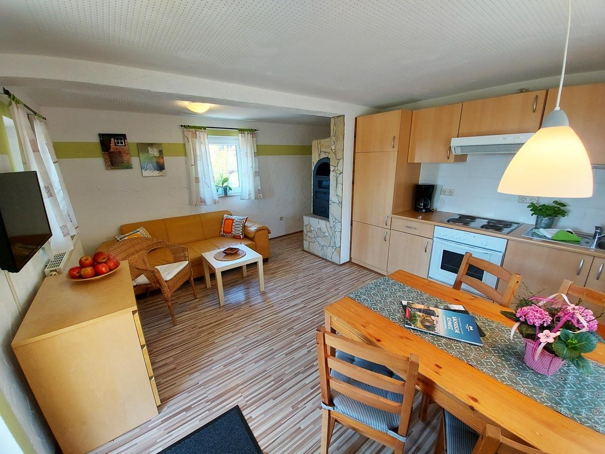 Ferienhaus Schrammsteinblick - Ferienwohnung1 - Wohnküche mit Kamin