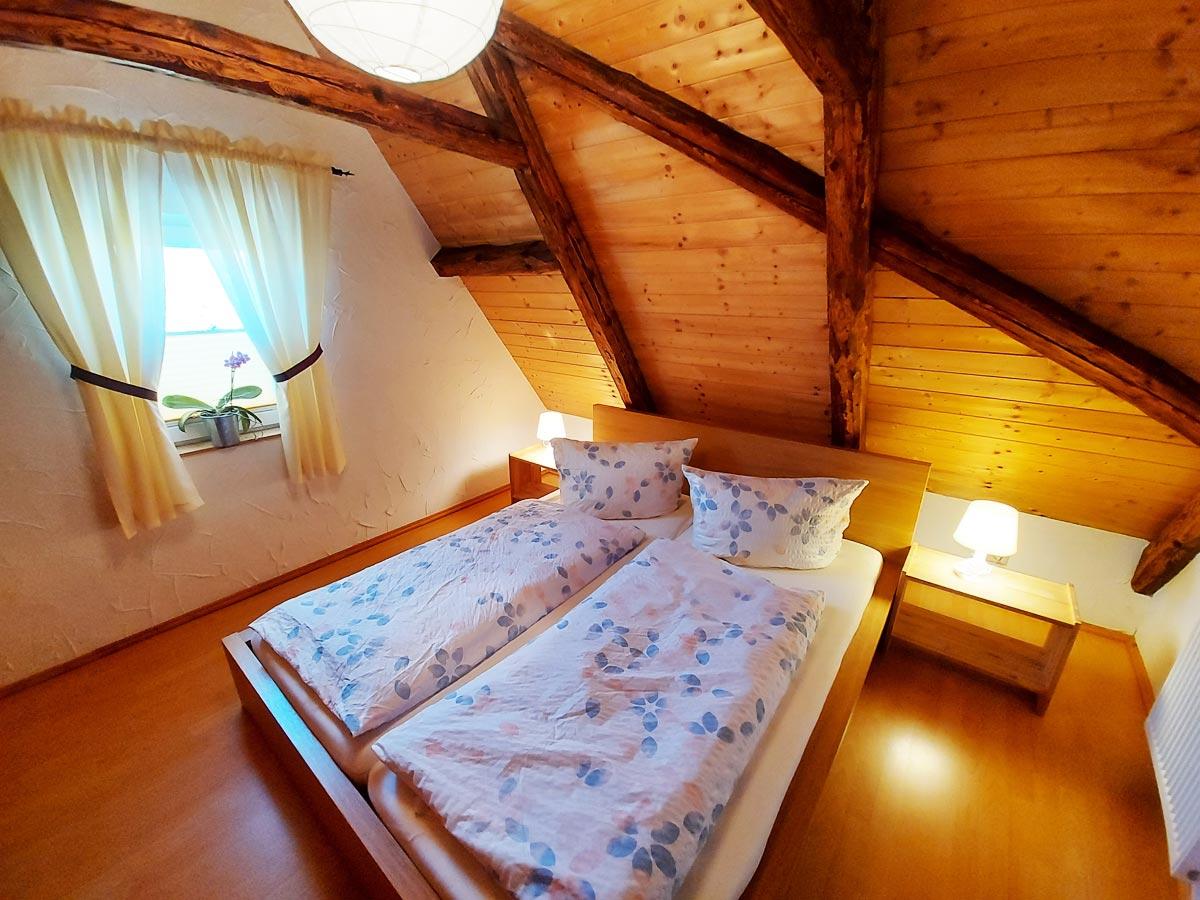 Ferienhaus Schrammsteinblick - Ferienwohnung3 - Schlafzimmer mit Doppelbett