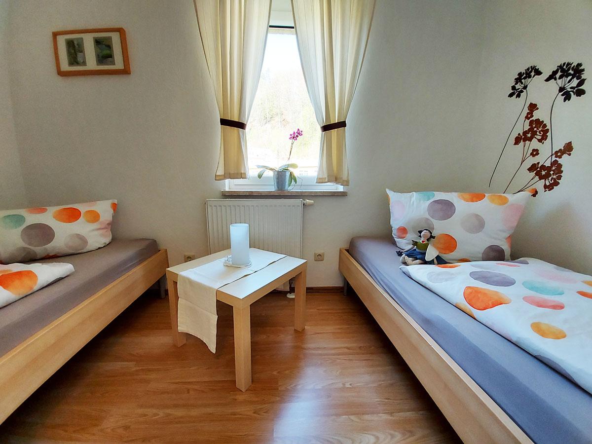 Ferienhaus Zum Kirnitzschtal - Ferienwohnung1 - Schlafzimmer2 mit Einzelbetten
