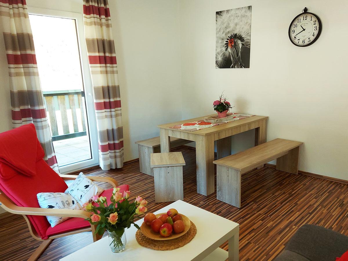 Ferienhaus Zum Kirnitzschtal - Ferienwohnung1 - Wohnzimmer mit Essbereich
