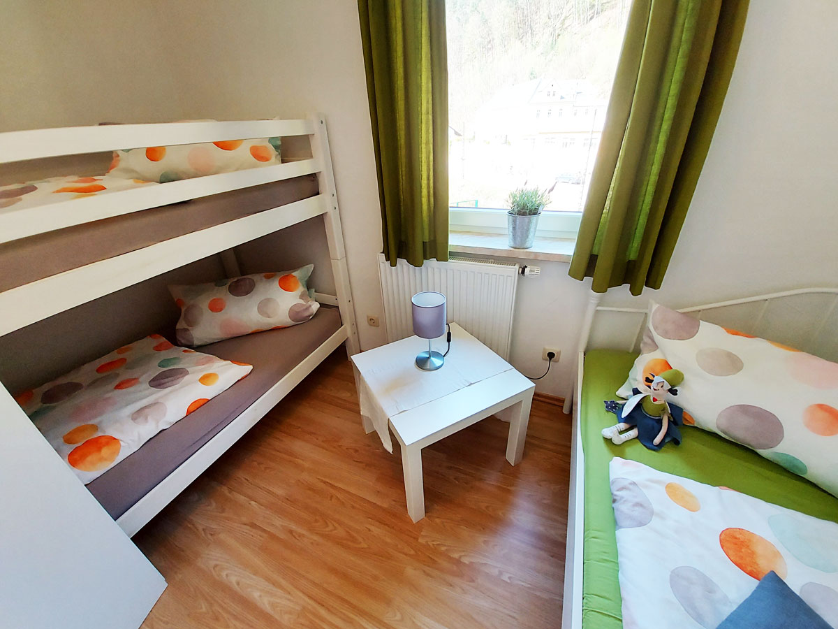 Ferienhaus Zum Kirnitzschtal - Ferienwohnung2 - Schlafzimmer2 mit Hochbett und Einzelbett