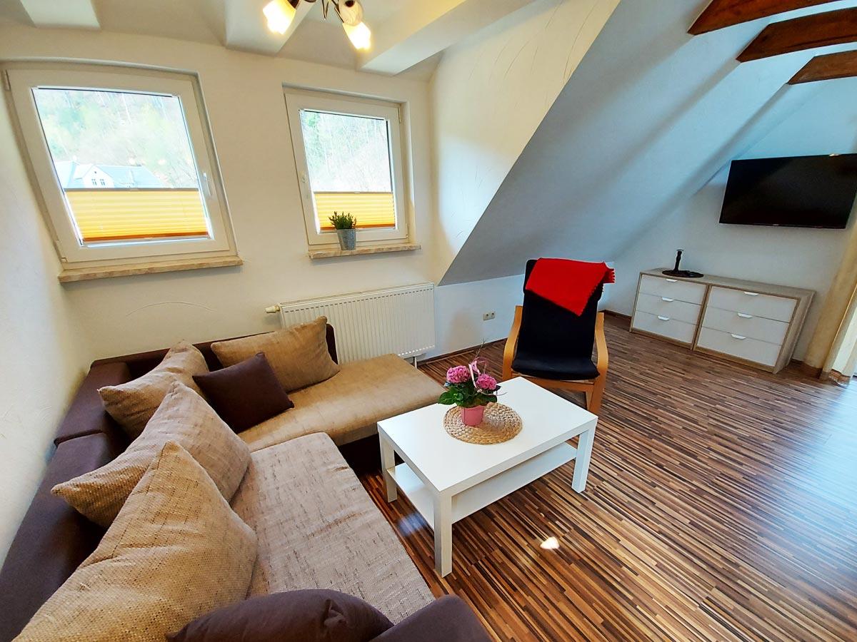 Ferienhaus Zum Kirnitzschtal - Ferienwohnung3 - Wohnzimmer mit Sofa